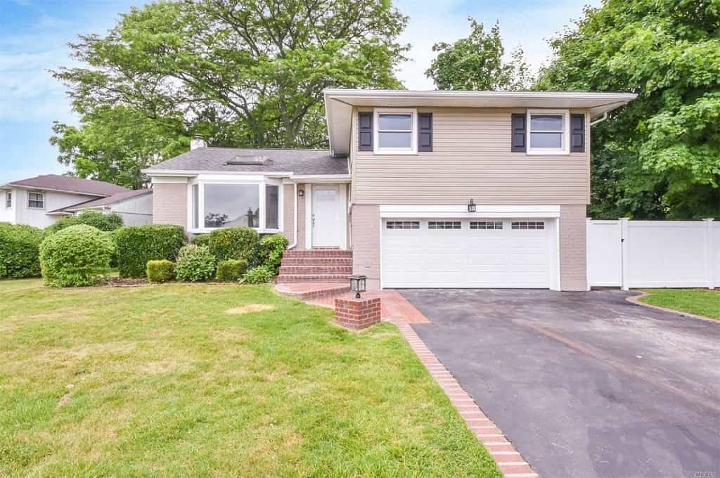 Samuel Realty Group | 18 Forest Drive, Plainview, NY 11803