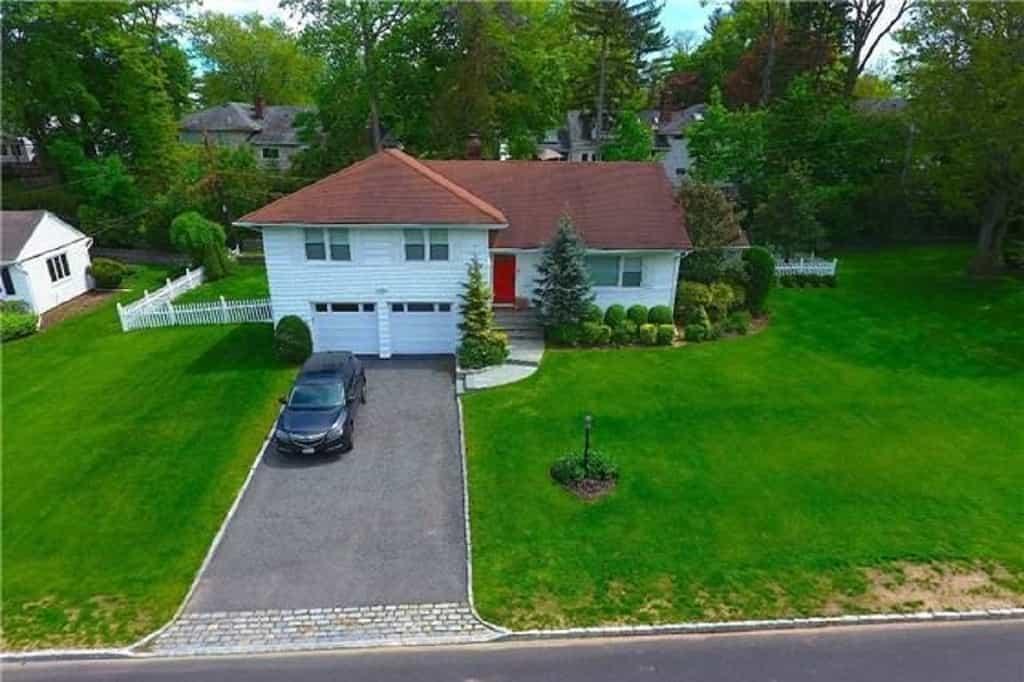 29 Emm Lane, Roslyn, Long Island, New York