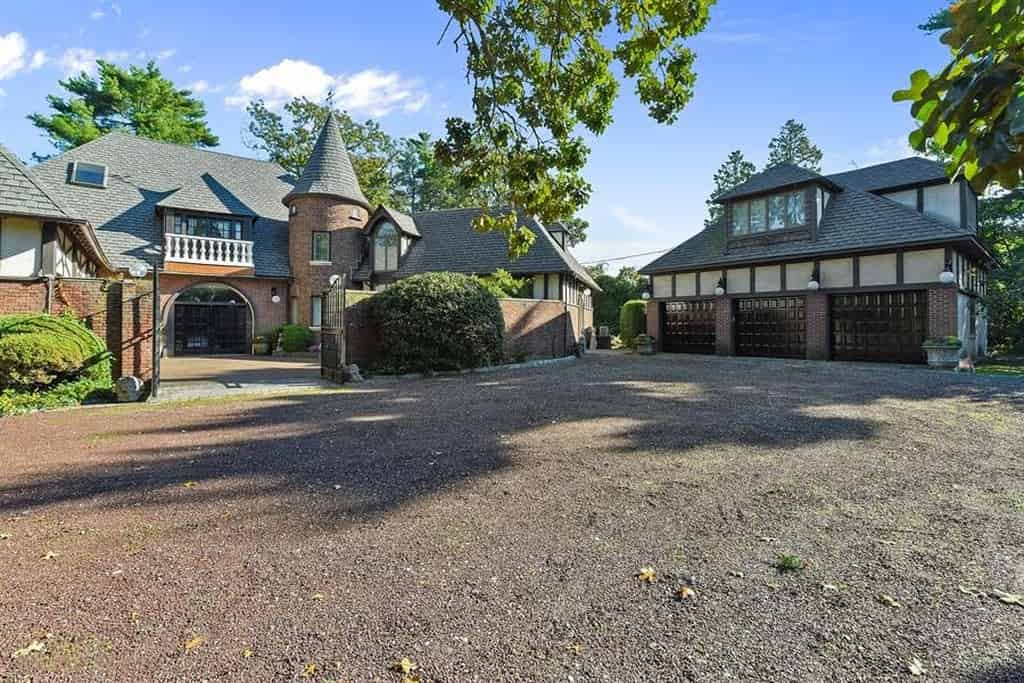 Samuel Realty Group | 300 Longwood Xing, Lawrence, NY 11559