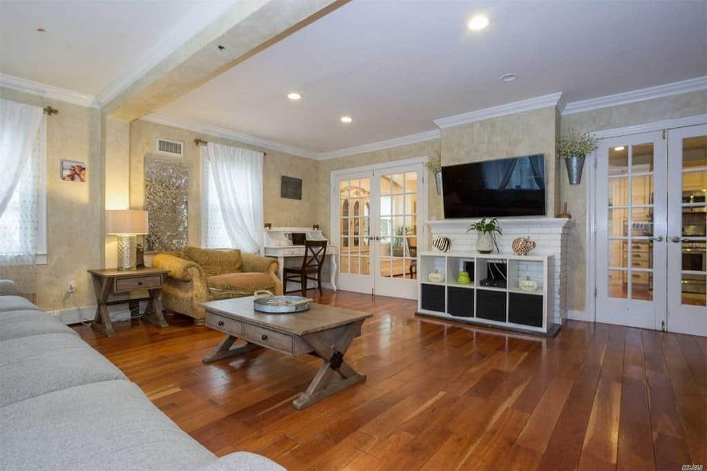 Samuel Realty Group | 31 Alexander Avenue, Lynbrook, NY 11563