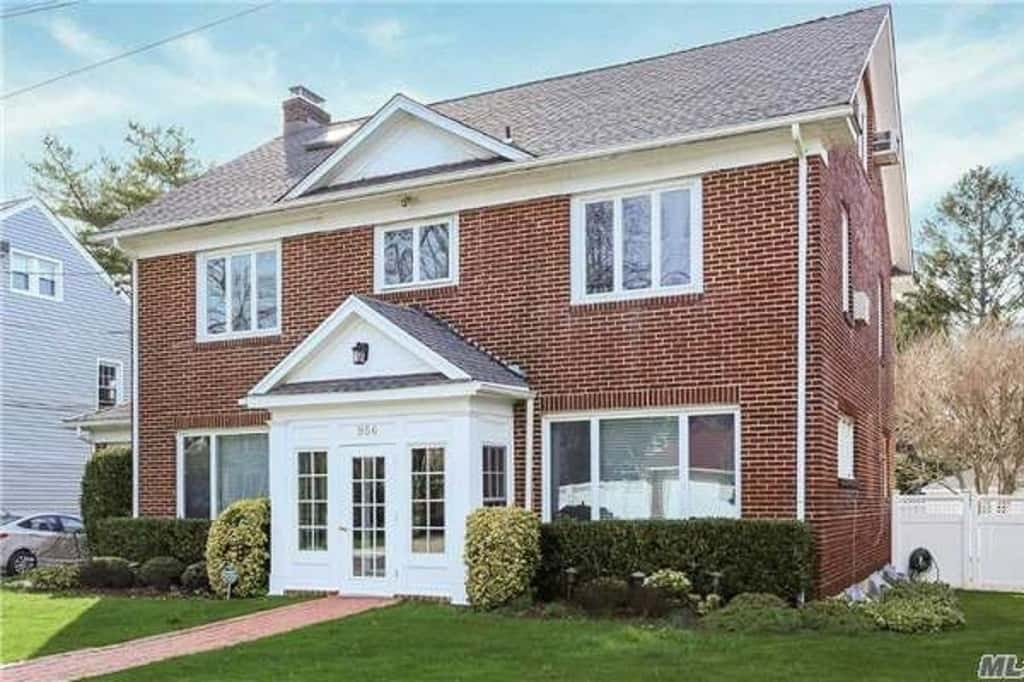 Samuel Realty Group | 956 E. Broadway, Woodmere, NY 11598