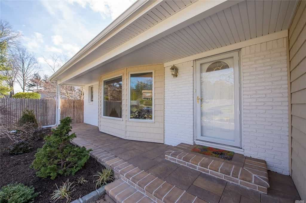 Samuel Realty Group | 2 Vauxhall Court, Melville, NY 11747