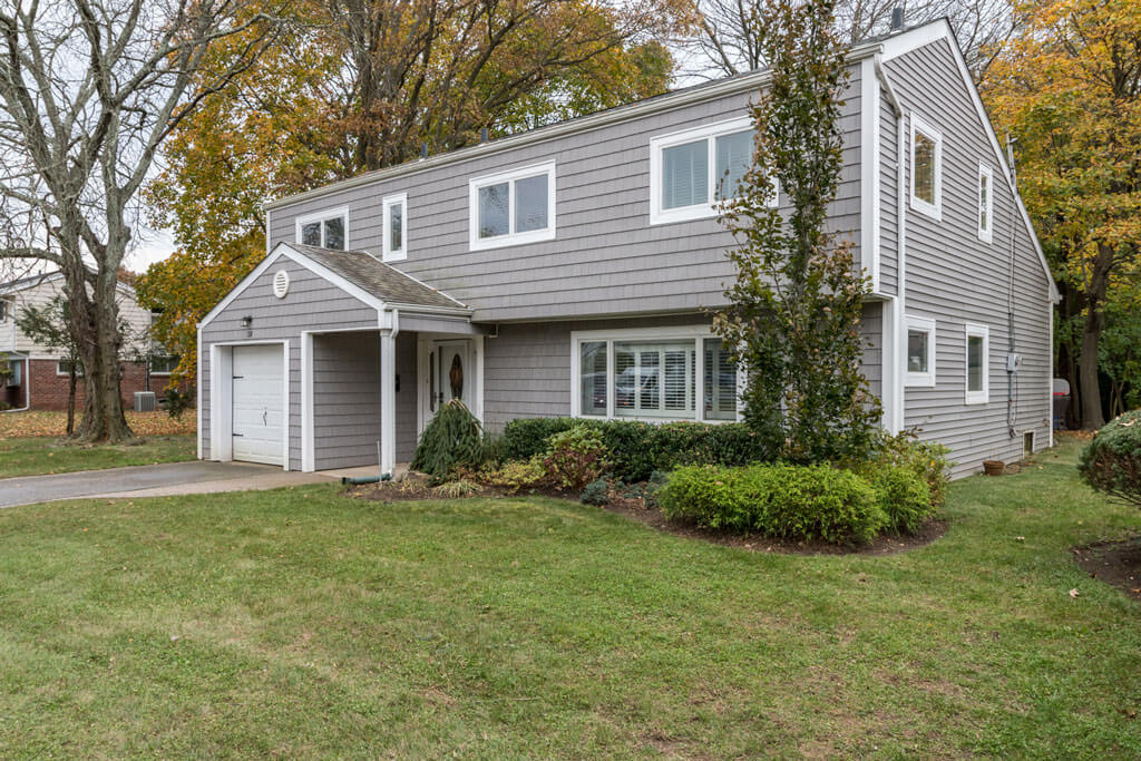Samuel Realty Group | 18 Elaine Place, Plainview, NY 11803