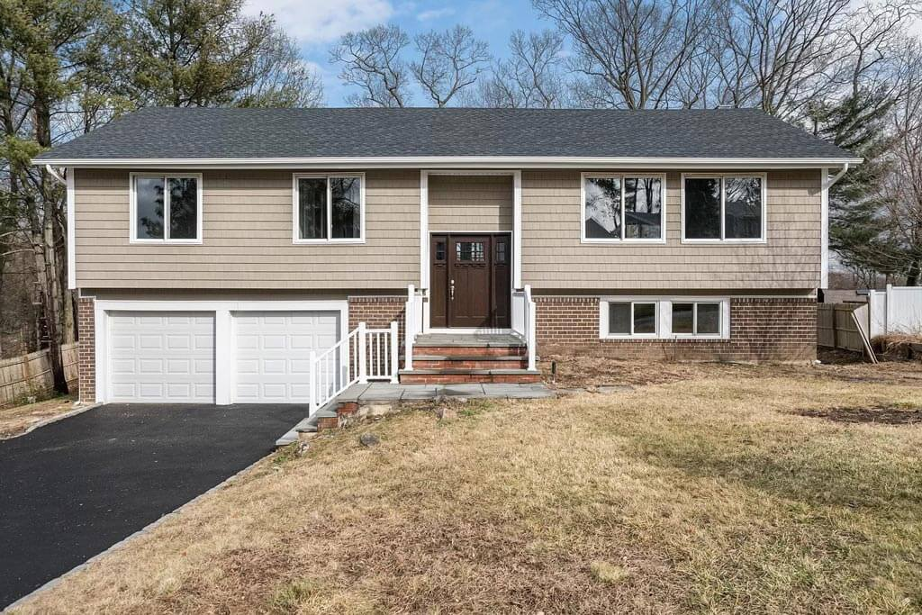 25 Hitching Post Lane, Glen Cove, New York