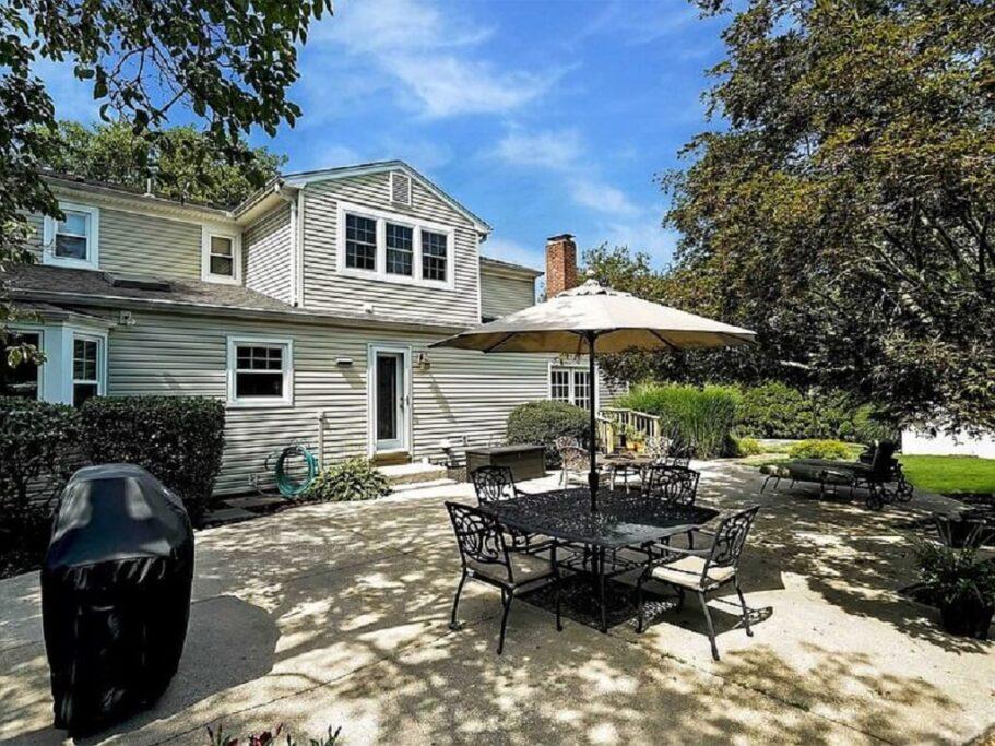 Samuel Realty Group | 8 East Neck Road, Huntington, NY 11743