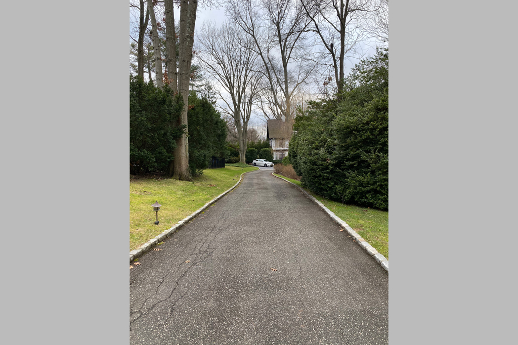 Samuel Realty Group | 21 The Loch, Roslyn Estates, NY 11576