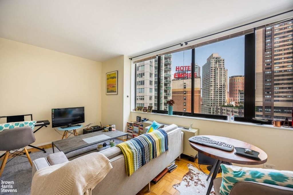 Samuel Realty Group | 62 West 62nd Street, Apt 12C, Lincoln Square, NY 10023
