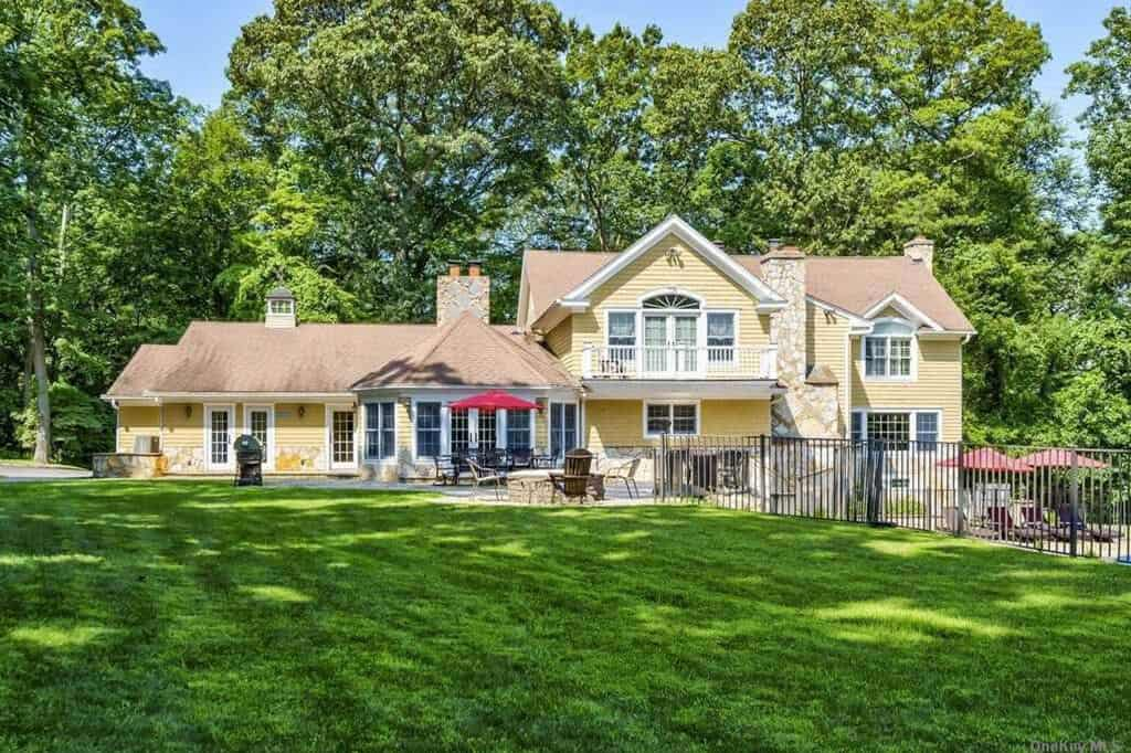 Samuel Realty Group | 32 Woodvale Drive, Laurel Hollow, NY 11791