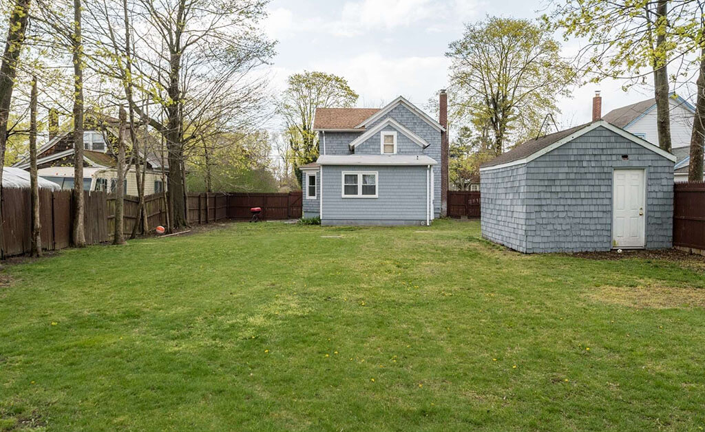 Samuel Realty Group | 101 Jennings Avenue, Patchogue