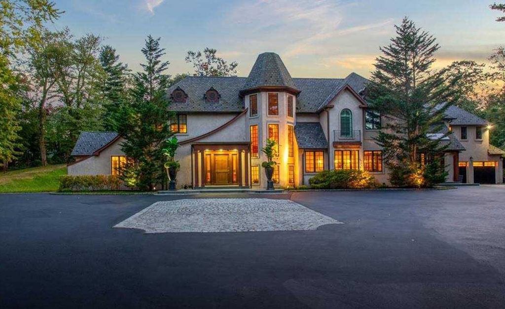 Samuel Realty Group | 60 Twin Ponds Lane, Oyster Bay Cove, NY 11791
